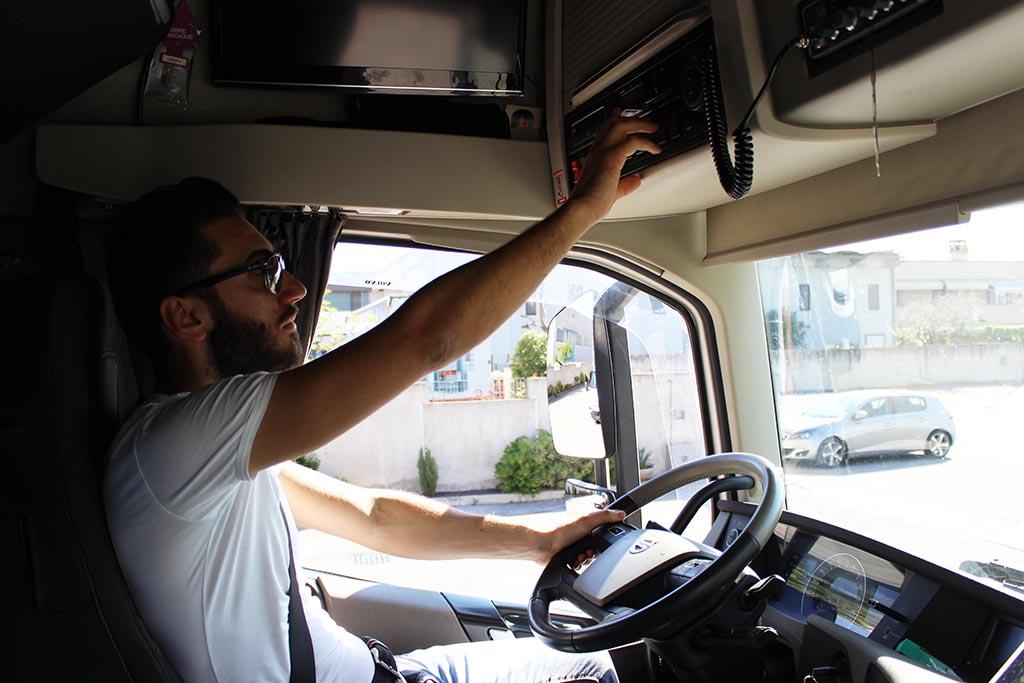 trasportatore autista camion